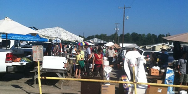 US1 Metro Flea Market shoppers and vendors